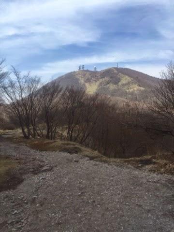 鉄塔が建つ地蔵ヶ岳方面