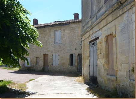 St Emilion the buildings9b
