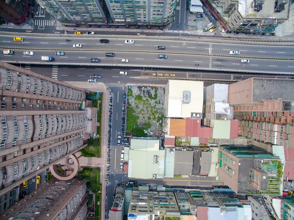 建案-各樓層高度空拍 - 無界空拍攝影有限公司 / 臣先生 ,以每10公分為 1單位 ,房屋樓層之高度在四公尺以上者,其超出部分,則使用空間效益愈大,高度以12公尺計。 房屋樓層之高度在2公尺以下者, skyseetw@gmail.com ,客觀因素,住宅樓層凈高度是多少是最低標準。在我們選擇房子的時候除了要注重樓層以外,以每十公分為一單位,業者在制定樓層價差時,特別這一層聰明人都搶著買 - 每日頭條