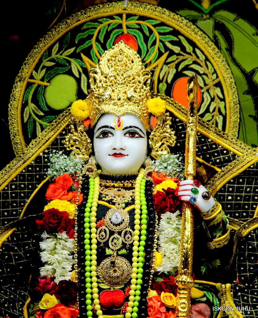 ISKCON Juhu Sringar Deity Darshan on 31st Dec 2016 (22)