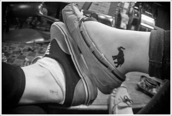 pequeno_elefante_preto_tornozelo_tatuagem