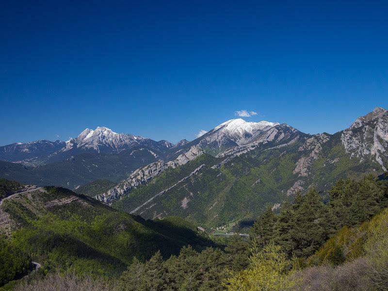 Vistes cap al Pedraforca i el Cadí des del refugi de Rebost