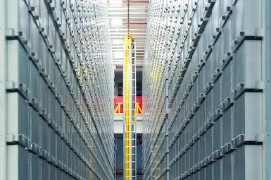 Automated warehouse crane 01.jpg