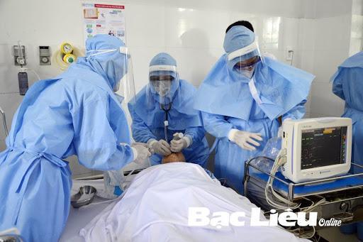 Sử dụng quần áo bảo hộ hiệu quả trong phòng bệnh