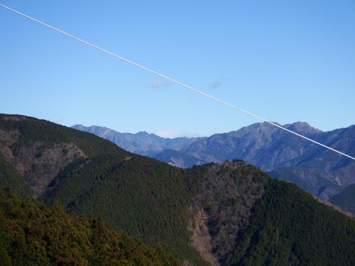 奥に七面山(中央)、八紘嶺(左)、大光山(右)など