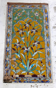Artistic art work on the walls of Dai-Anga Masjid, Lahore