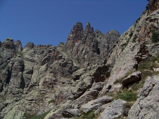 Les contreforts du Turone, direction en courbe de niveau vers le couloir de la Bocca Chjassone