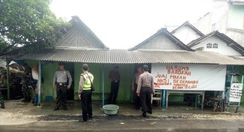 Digerebek Polisi, Penjual Jamu Sembunyikan Miras di Kolong Jembatan