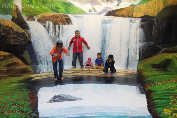 air terjun di Magic Art Museum