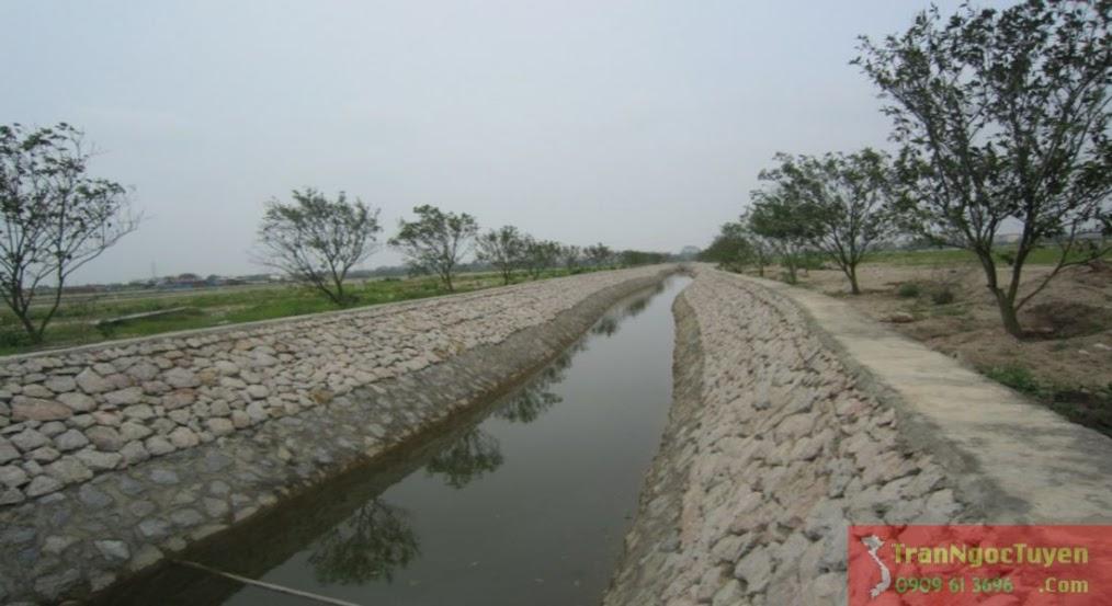 biệt thự Vườn Cam - kênh nước phía sau biệt thự