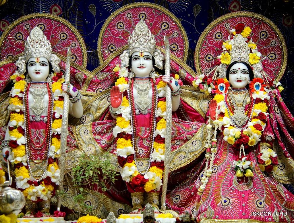 ISKCON Juhu Sringar Deity Darshan on 27th April 2016 (22)