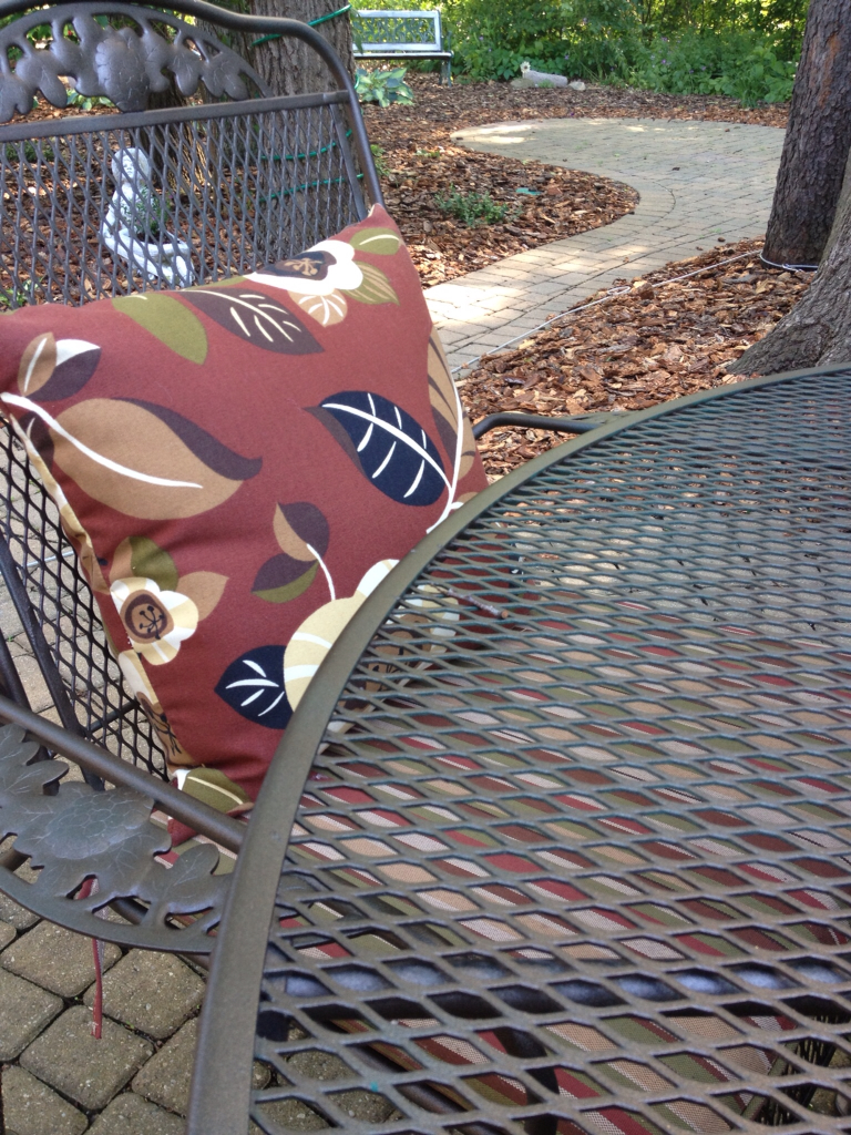 Painted iron patio furniture - Painting A Wrought Iron Patio Table And Chairs