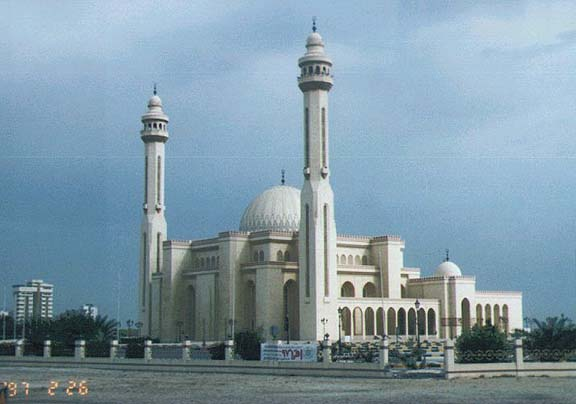Bahrain - Al-Fateh Mosque, Manama (photo-galenfrysinger.com)