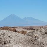Vale da Lua e vulcões ao fundo -  Atacama, Chile