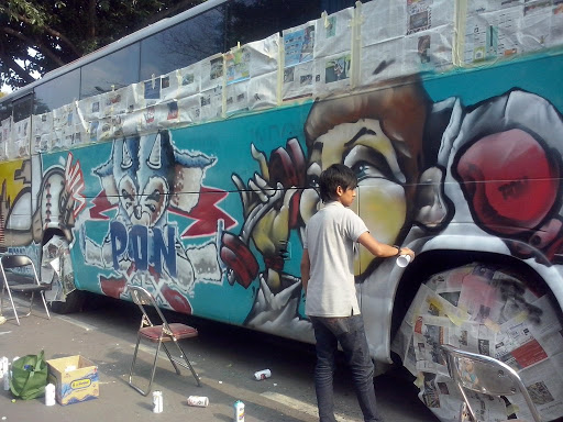 Seni graffiti Melukis Body Bus