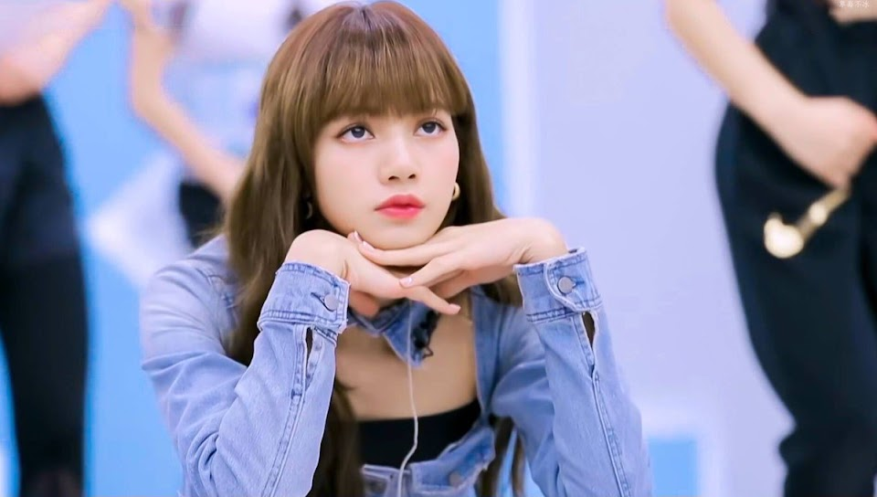 blackpinks-lisa-receives-both-praises-and-criticism-for-being-a-strict-mentor