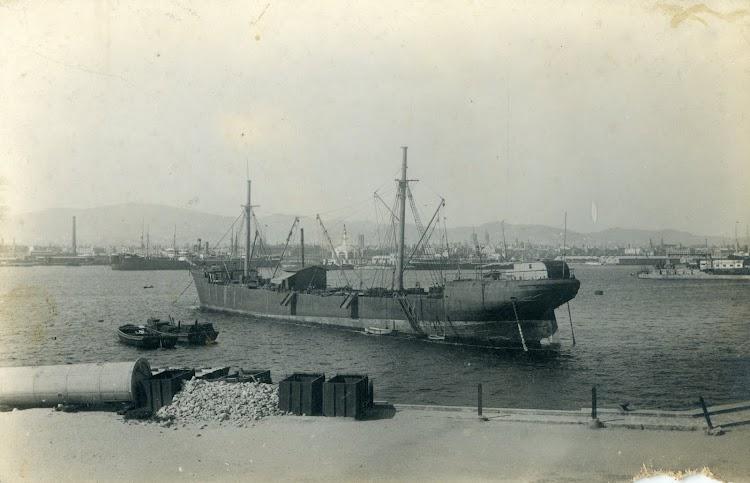 El vapor SAN IGNACIO DE LOYOLA como ponton en Barcelona. Postal.jpg