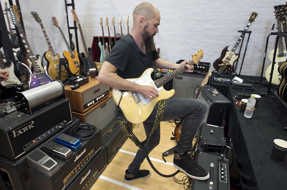 [Image: Guitarshow2014-11-resized.jpg]