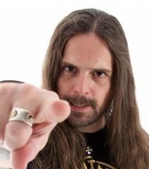Andreas Kisser - guitarra