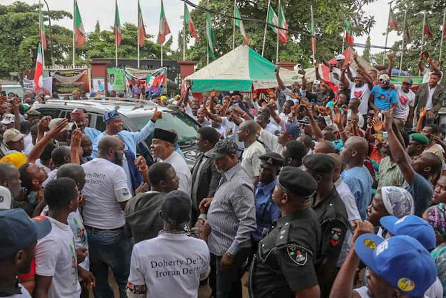 Senator Bukola Saraki In Lagos To Meet With PDP Delegates
