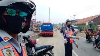 "Kondisi Terkini Di ""Jalan Raya Dawuan Cikampek Yang Berlumpur """