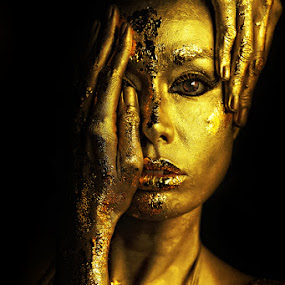 Beauty in Gold by Anthony Lawrence Gampon - People Portraits of Women