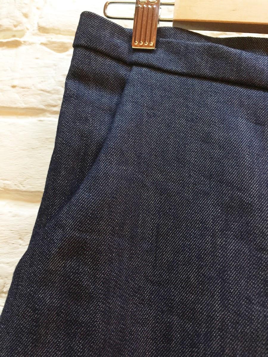 Détail couture pantalon