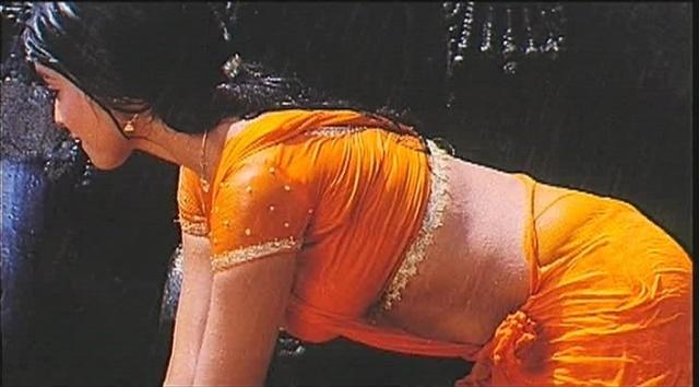 hot hip of Shreya saran in Mazhai Movie