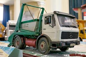Mercedes Tip Truck