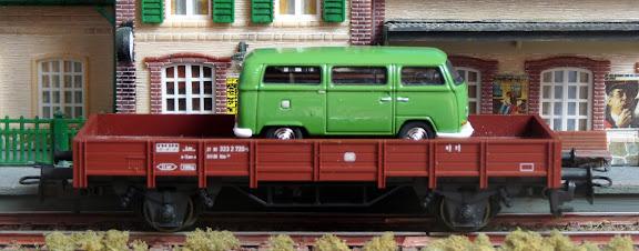 Märklin 00759-12: Lageboordwagen met VW bus