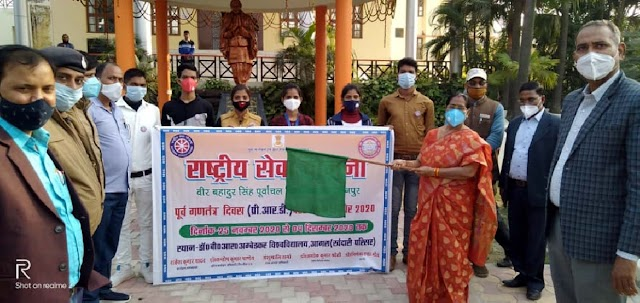 प्री.आर.डी. परेड आगरा के लिये कुलपति ने स्वयंसेवकों को किया रवाना