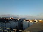 Seit langer Zeit endlich einmal ein sonniger Tag in Wien-Favoriten, auch wenn es mit über 30 km/h ziemlich windig ist. In der Früh war es teilweise das erste Mal frostig, wir hatten als Minimum 0.8 Grad. Die Höchsttemperatur heute lag bei 5.1 Grad. #wetter #wien #favoriten #dienstag