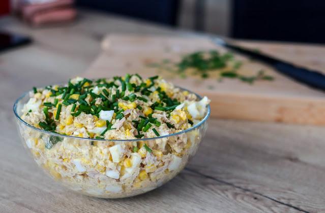 sałatka z ryżem,sałatka z jajkiem,sałatka z kukurydzą,szybka sałatka,ekspresowa sałatka,sałatka z majonezem,sałatka z tuńczykiem,sałatki,