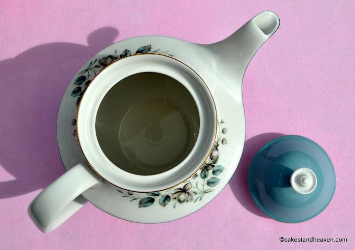 1960s Royal Doulton Rose Elegans 2.5 Pint Teapot