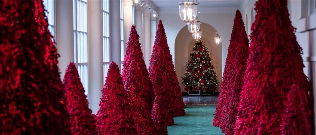 [christmas-trees-red-2018%5B4%5D]