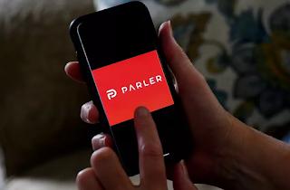Rede social Parler processa Amazon por desligamento da web