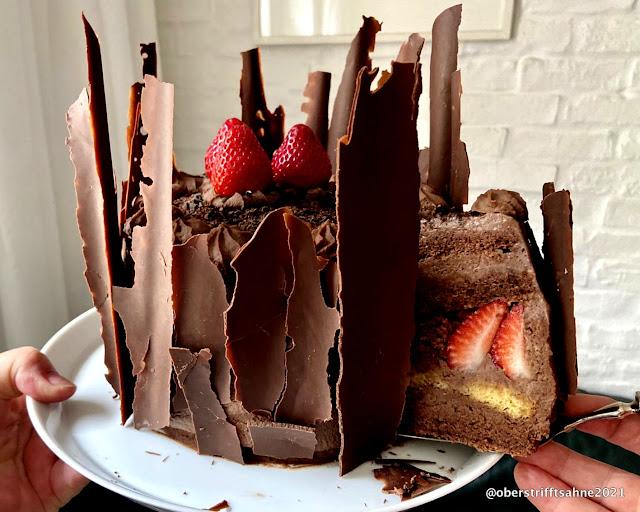 Geburtstagstorte Schokolade und Erdbeeren