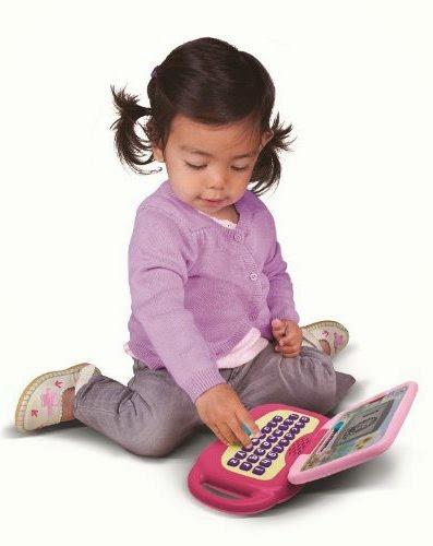 Laptop màu hồng dạy cho bé nhiều bài học bổ ích trước khi tới trường