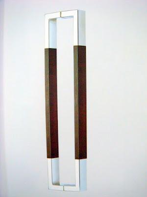 裝潢五金品名:PB5008-對組大把手規格:605m/m(孔距:575)價格:$2800/組規格:900m/m(孔距:862)價格:$4200/組材質:白鐵+胡桃木玖品五金