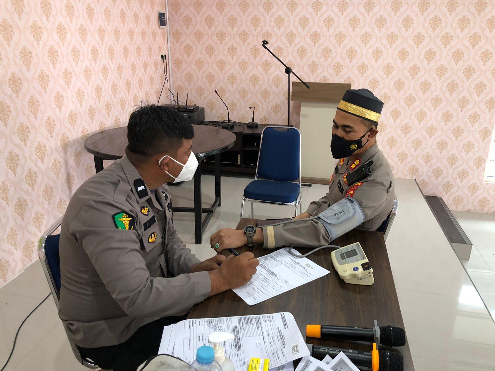 Kapolres Soppeng Pantau Proses Pemeriksaan Kesehatan Berkala Personil Polri dan PNS