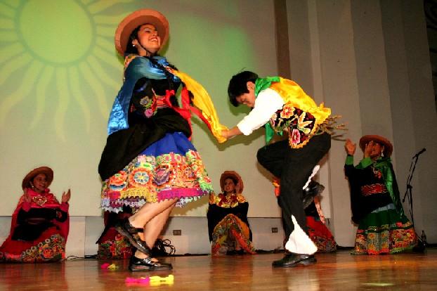 Resultado de imagen para folklore peruano huayno