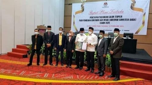 KPU Sumbar Tetapkan Mahyeldi-Audi Sebagai Pemenang.