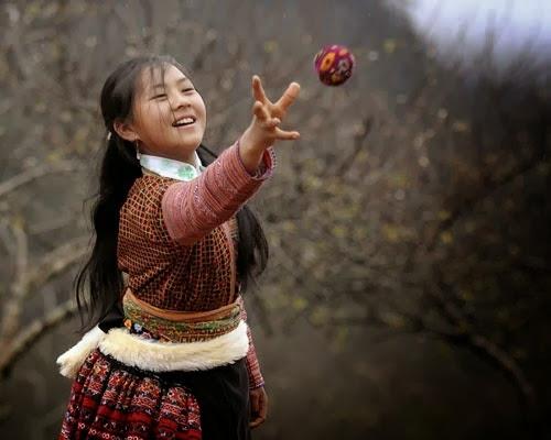 nem pao tro choi dan gian cua nguoi mong moc chau Ném Pao – trò chơi dân gian của người Mông Mộc Châu