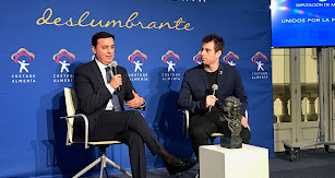 José Herrera ganó el Goya a mejor corto de animación por 'Cazatalentos'. En la foto, junto a Javier A. García, presidente de la Diputación.