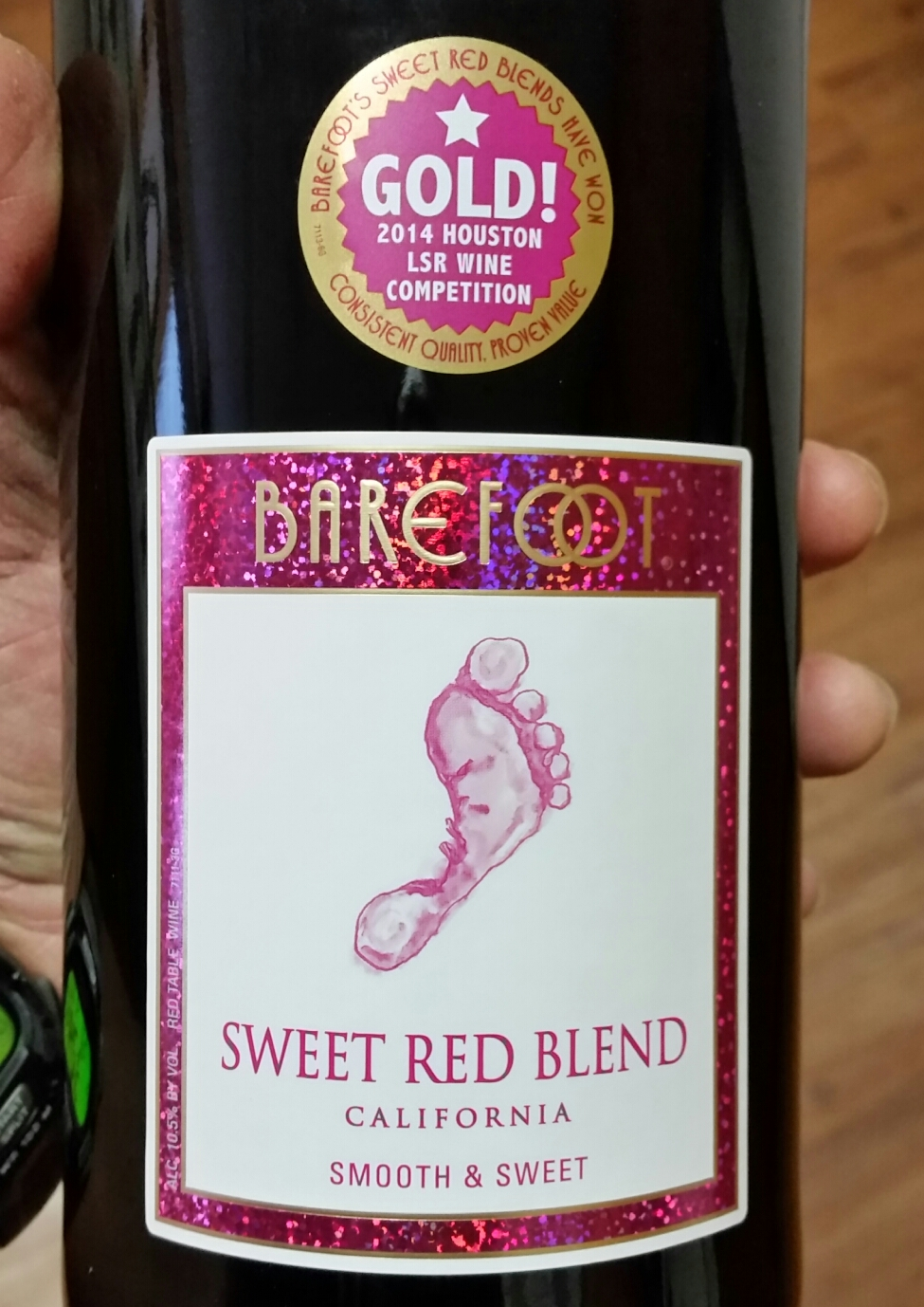 The Winos' Wine Guide: Sweet Red Blend from Barefoot Winery