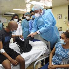 Ministro de Educación visita niños con cáncer del Robert Reid Cabral Pacientes continúan su proceso educativo con respaldo del Minerd