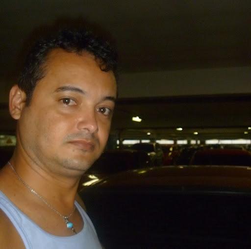 Denis Santiago Photo 11