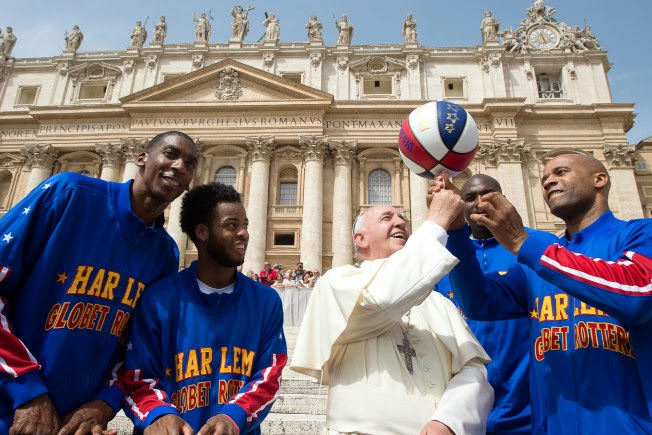 Pope Francis: honorary Globetrotter