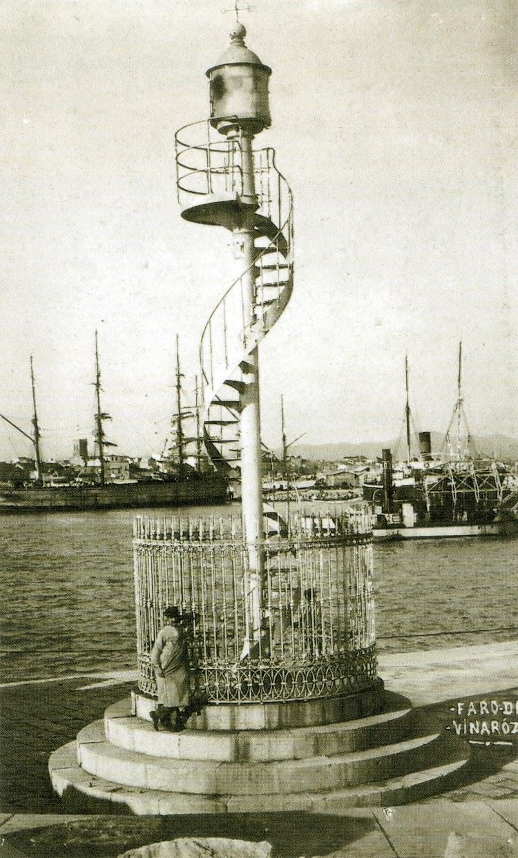 1900. Luz del puerto de Vinaros. Del libro Memoria grafica de las obras publicas en la Comunidad Valenciana. Puertos y Faros.jpg