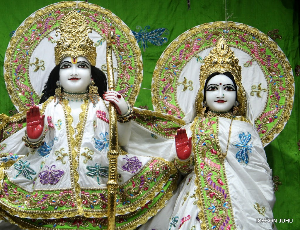 ISKCON Juhu Mangal Deity Darshan on 4th June 2016 (4)